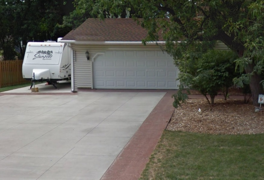 This concrete driveway in Mendota Heights looks great thanks to our team at Concrete Excellence